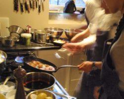 Full sving i kjøkkenet